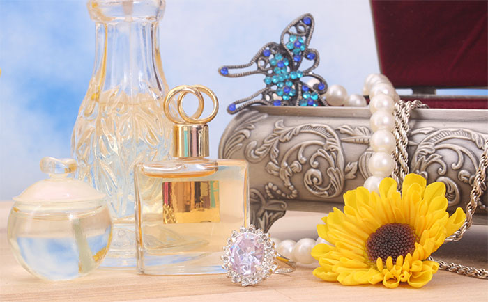 Vintage Perfume Hunting: A Wild Goose Chase of No Practical