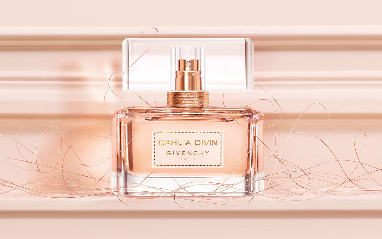 948c64779e The composition begins with fruity accords of juicy blood orange and peach.  A bouquet of jasmine and roses form the heart of the perfume