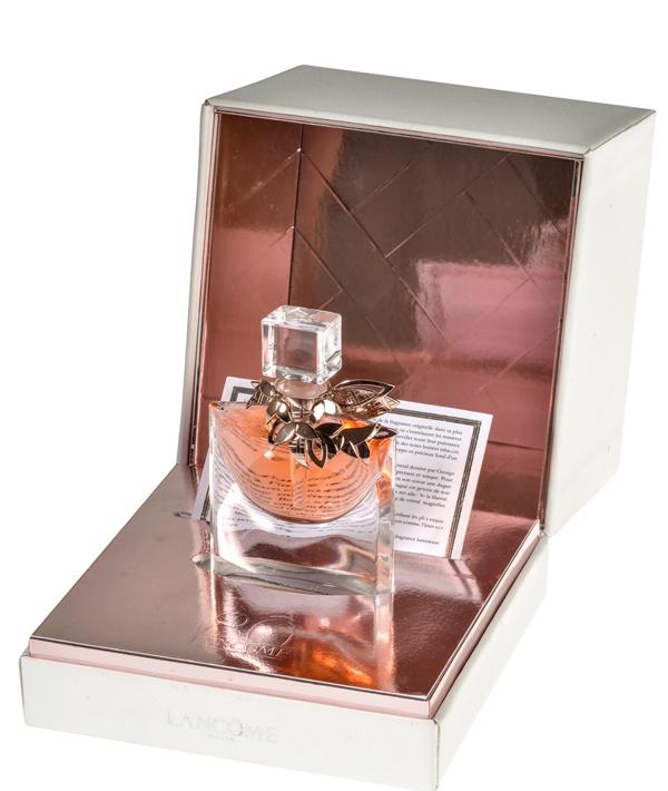 b2590bf96d A luxuosa edição La Vie Est Belle L'Extrait de Parfum by Mellerio dits  Meller foi criada em apenas 80 peças. Está disponível em 10 ml pelo preço  de $950.