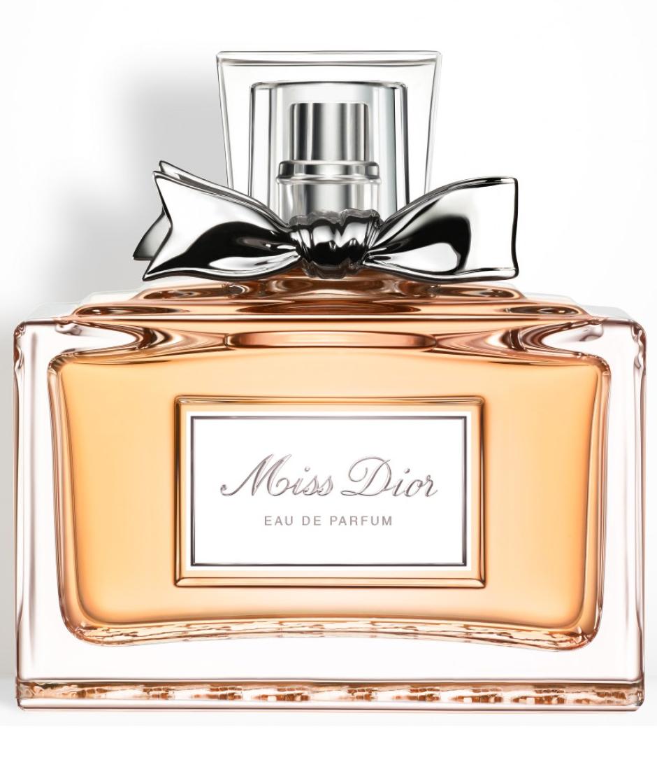 11cbd282ccd81 مجموعه Miss Dior تقدم مجموعه من العطور الي تجمع بين الحمضيات و الورد تشمل  المجموعه العطر الشيبر الزهري Miss Dior Eau de Parfum (2012)، و عطر شيبر  مشرق ...