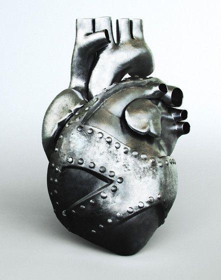 картинки железного сердца девушки упругими сиськами