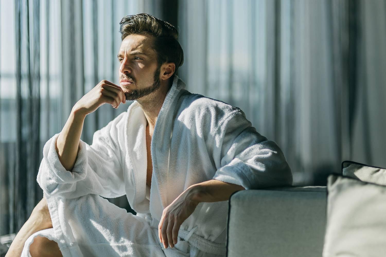 6165e02ad10d3 Таким термином «ароматы-халаты» чаще описывают женские ароматы, вероятно  потому, что женщины чаще носят халаты как домашнюю одежду. Мужские халаты  сейчас не ...