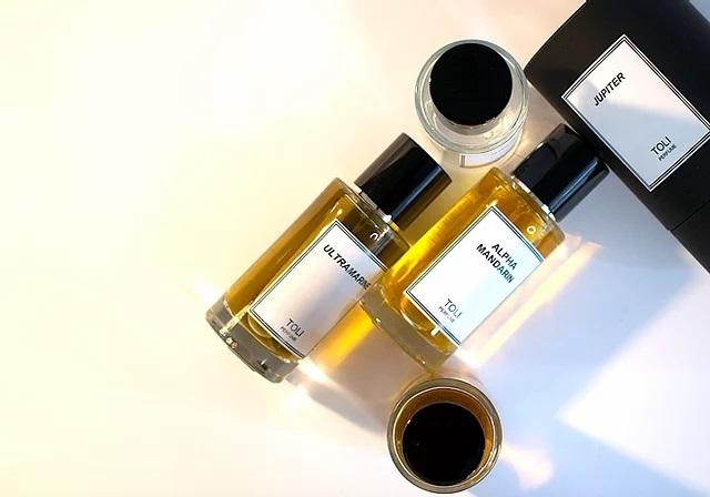 Toli Perfume ad image