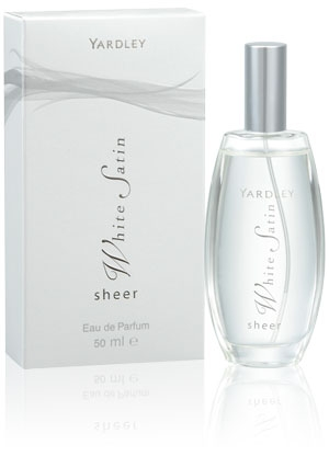 Sheer White Satin Yardley de dama