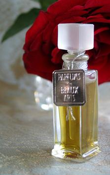 La Reine des Fleurs DSH Perfumes unisex