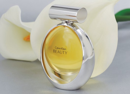 beauty calvin klein perfume una fragancia para mujeres 2010. Black Bedroom Furniture Sets. Home Design Ideas