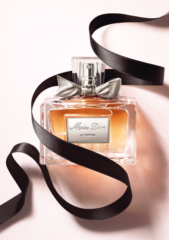 miss dior le parfum christian dior parfum un parfum pour femme 2012. Black Bedroom Furniture Sets. Home Design Ideas