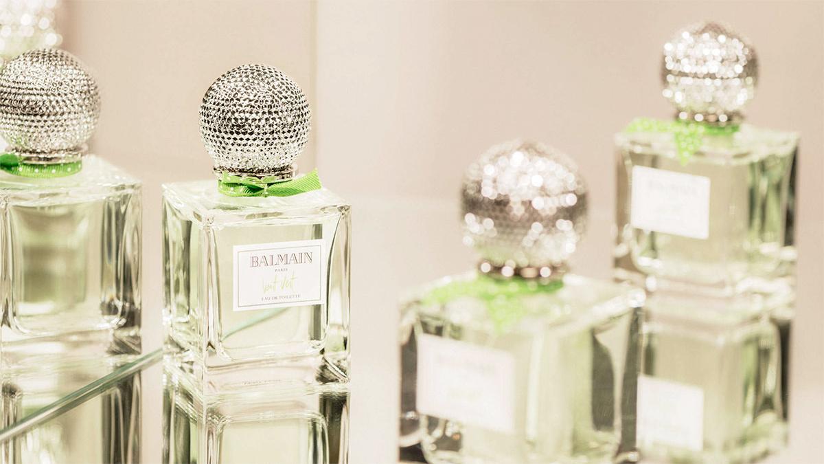 vent vert pierre balmain parfum un parfum pour femme 1999. Black Bedroom Furniture Sets. Home Design Ideas
