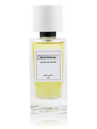 dia de lluvia con mujer mojada elegante cogiendo un perfume